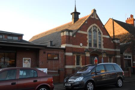 Russell Park Baptist, Bedford (Exterior)