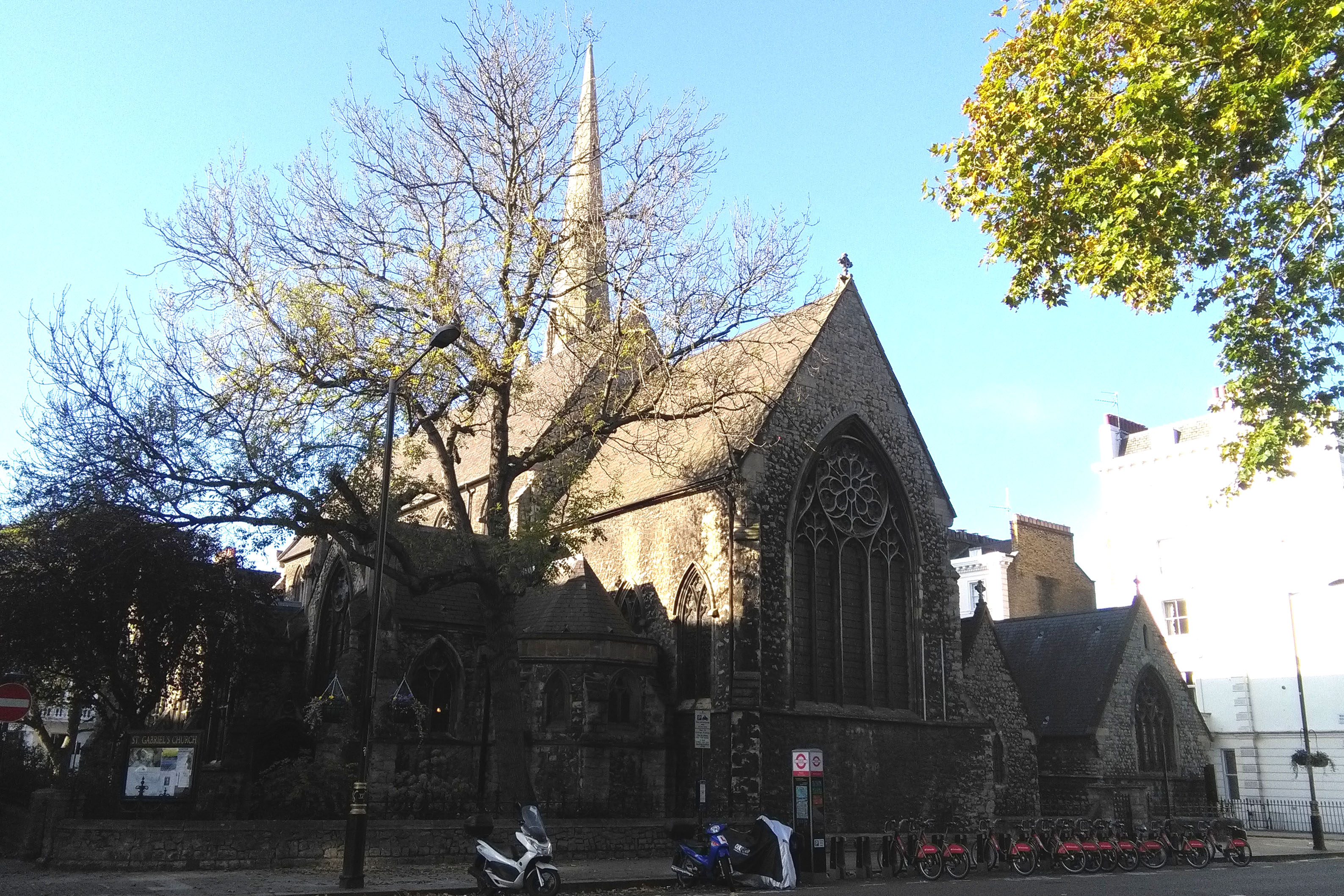St Gabriel, Pimlico (Exterior)